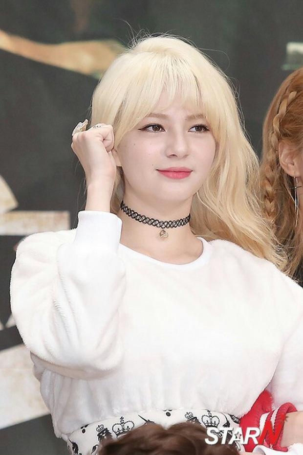 """Tài năng như hội idol con lai Kpop: Thành viên TXT là """"thiên tài nhạc cụ"""" biết 4 thứ tiếng, """"hoàng tử lai"""" của Produce debut ở tuổi 13 - Ảnh 15."""