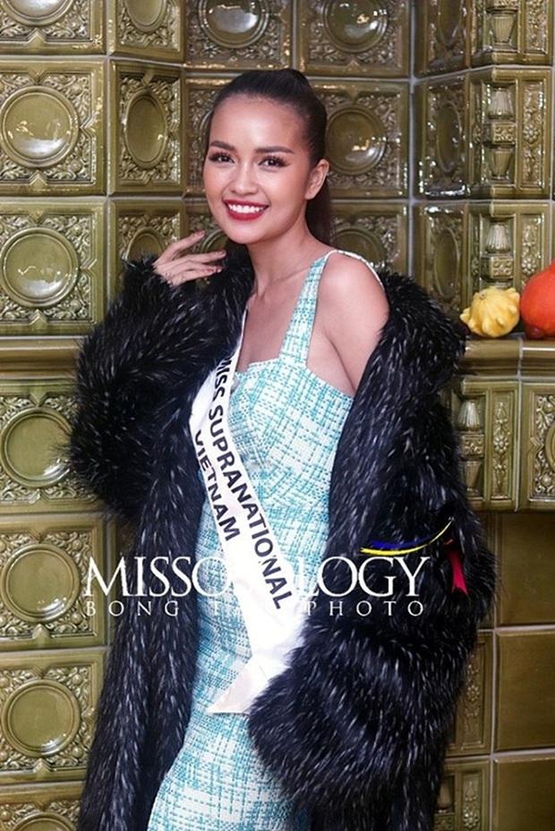 Quốc phục của Ngọc Châu tại Miss Supranational: Dài 5 mét, đính kết từ 10.000 mảnh ghép tại cánh chim Lạc cực hoành tráng! - Ảnh 8.
