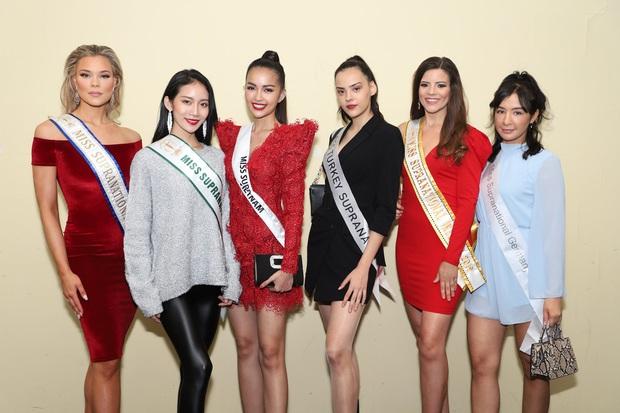 Quốc phục của Ngọc Châu tại Miss Supranational: Dài 5 mét, đính kết từ 10.000 mảnh ghép tại cánh chim Lạc cực hoành tráng! - Ảnh 7.