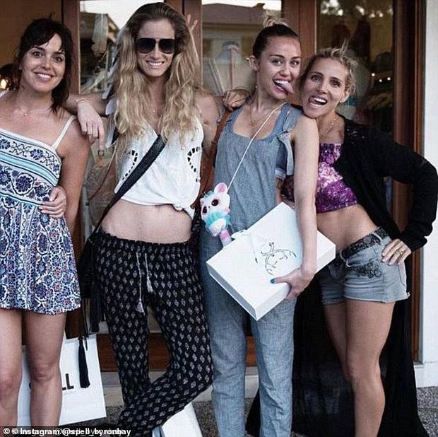 Chị dâu Liam Hemsworth lên tiếng cà khịa cực mạnh Miley Cyrus, tình chị em không còn bền lâu - Ảnh 4.