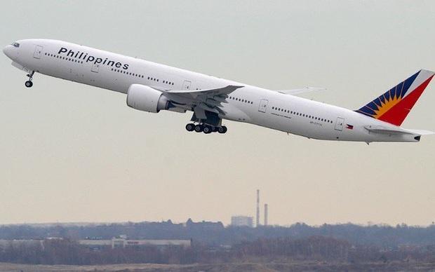 Máy bay Boeing 777 gặp sự cố bốc cháy động cơ ở Los Angeles (Mỹ) - Ảnh 1.