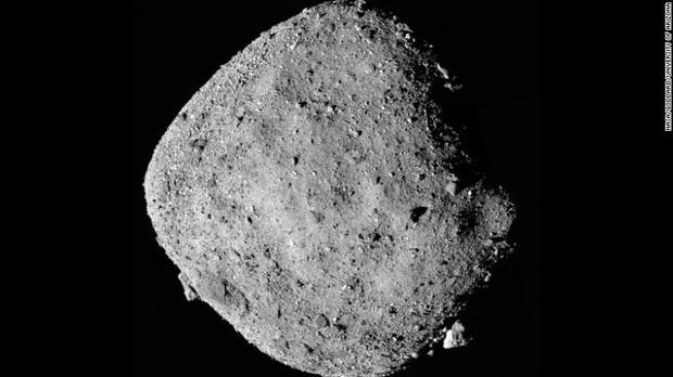 NASA tìm thấy chất đường trong thiên thạch đâm vào Trái đất - Ảnh 1.