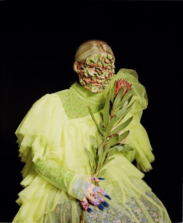 Mỹ nhân Nga làm 'dậy sóng' hội chị em với phong cách trang điểm bằng rau củ quả đẹp mê hồn - Ảnh 1.
