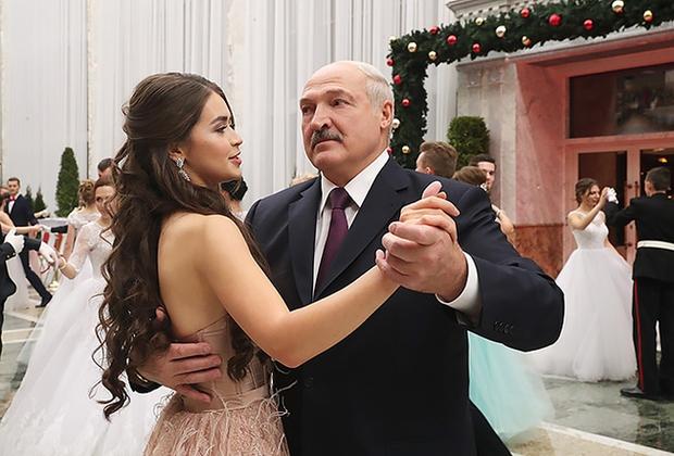 Chân dung nữ nghị sĩ trẻ nhất Belarus khiến cộng đồng mạng điêu đứng: Sở hữu vẻ đẹp tựa thiên thần, từng lọt top 5 Hoa hậu Thế giới - Ảnh 4.