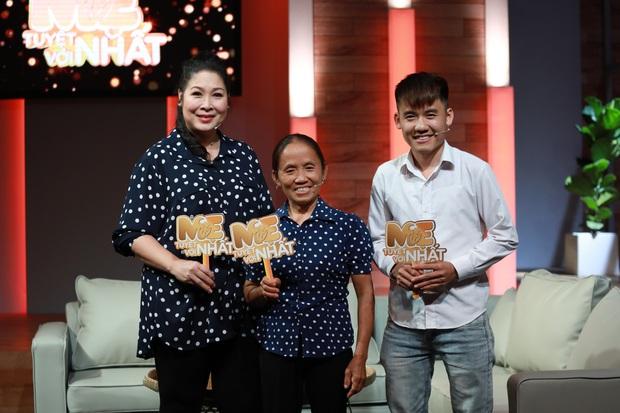 Độc quyền: Chị Quỳnh Trần gửi lời chào độc giả, Bé Sa mặc vest bảnh tỏn đi quay show tại Việt Nam - Ảnh 10.