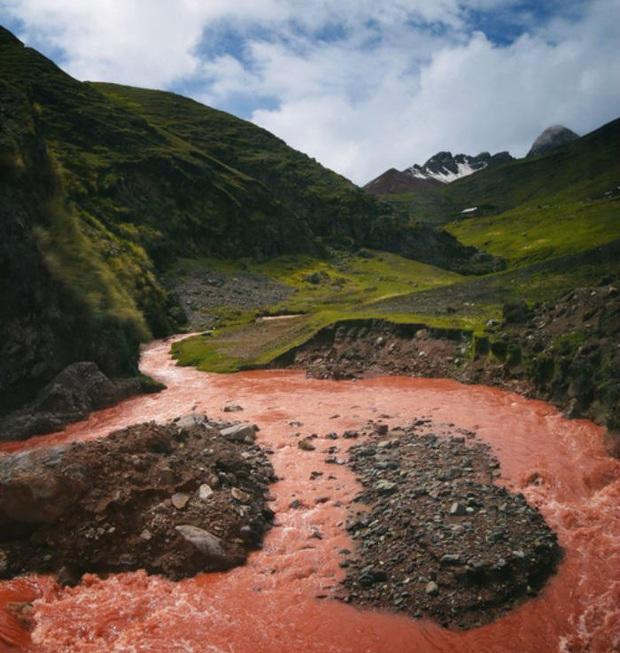 """Giận bay màu là có thật: Dòng sông đỏ như máu ở Peru cứ vài tháng lại… nhạt đi, du khách phải """"chạy xô"""" mới kịp ngắm - Ảnh 6."""