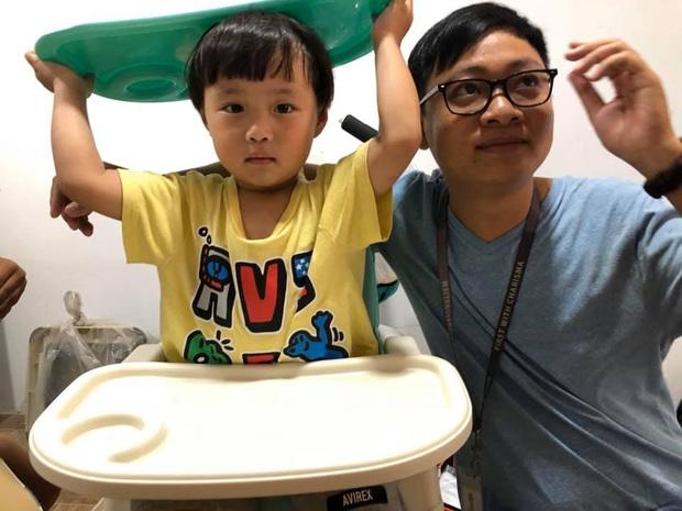 Bé Sa về đến nhà ở Việt Nam mà như cá gặp nước: quẩy bung tóc, lại còn được rất nhiều fan đến nhà chụp ảnh cùng - Ảnh 5.