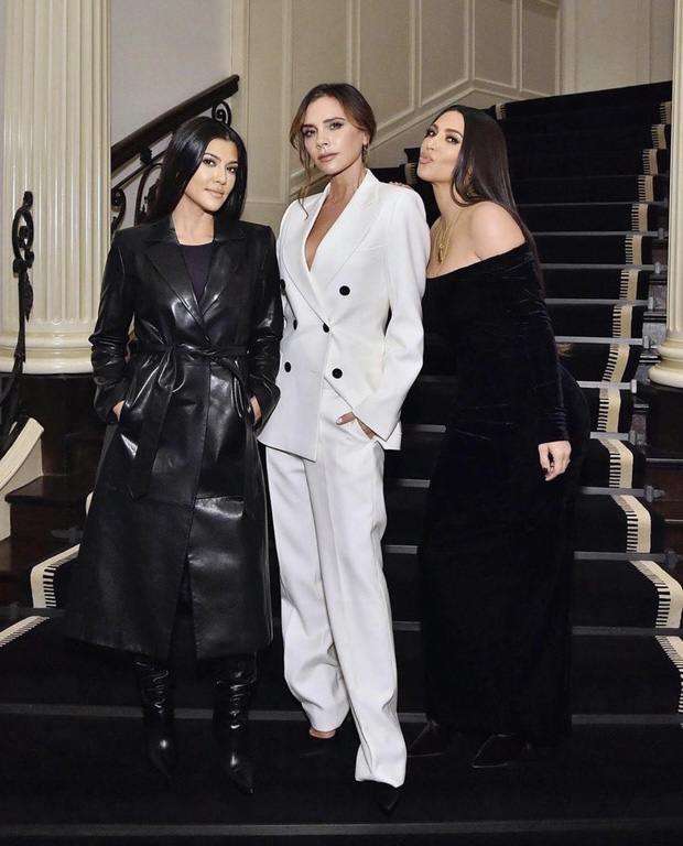 Màn đọ sắc cực hiếm giữa Victoria Beckham và chị em Kim siêu vòng 3: Khi thanh lịch gặp sexy, U40-45 mà vẫn quá đỉnh - Ảnh 1.
