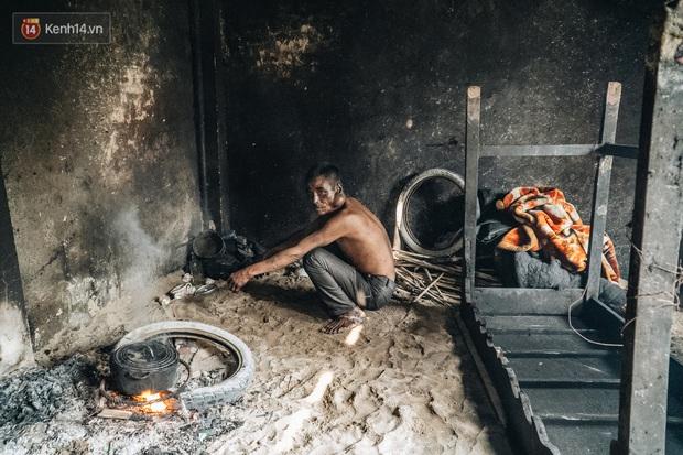 Cuộc sống kỳ lạ của người đàn ông có biệt danh người ma: Toàn thân đen sì, chuyên ăn xác động vật thối ở Bắc Ninh - Ảnh 7.