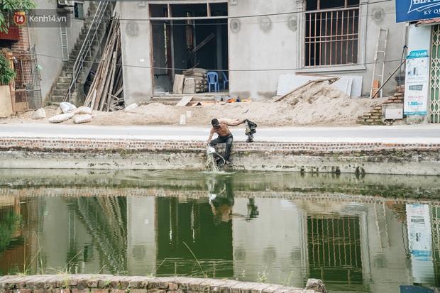 Cuộc sống kỳ lạ của người đàn ông có biệt danh người ma: Toàn thân đen sì, chuyên ăn xác động vật thối ở Bắc Ninh - Ảnh 8.