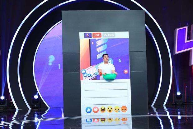 Lê Dương Bảo Lâm trổ tài bán kem trộn trên truyền hình, đòi block hết dàn sao Việt - Ảnh 3.