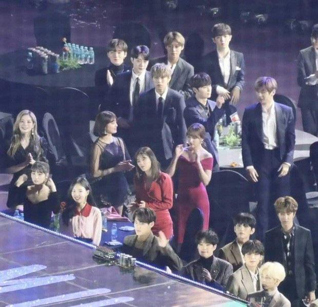 6 màn kết hợp trong mơ tại AAA 2019: Bạn thích Kang Daniel và Jihyo (TWICE) hay màn hữu nghị Việt - Hàn giữa Bích Phương và Chungha hơn? - Ảnh 1.