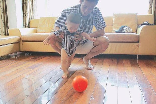 Ông bố bỉm sữa quốc dân gọi tên dàn cầu thủ Việt Nam: Giặt giũ, tắm gội, cho con ngủ anh cân tất! - Ảnh 31.