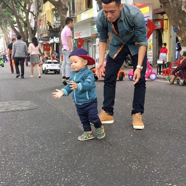 Ông bố bỉm sữa quốc dân gọi tên dàn cầu thủ Việt Nam: Giặt giũ, tắm gội, cho con ngủ anh cân tất! - Ảnh 29.