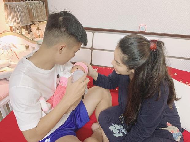 Ông bố bỉm sữa quốc dân gọi tên dàn cầu thủ Việt Nam: Giặt giũ, tắm gội, cho con ngủ anh cân tất! - Ảnh 7.