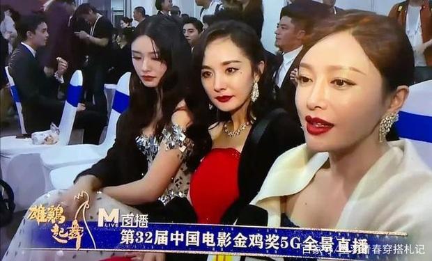Dương Mịch - Tần Lam ngượng ngùng, bối rối đến mức trợn mắt khi MC lỡ miệng phỏng vấn câu hỏi tế nhị - Ảnh 1.