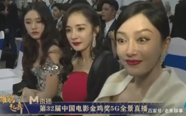 Dương Mịch - Tần Lam ngượng ngùng, bối rối đến mức trợn mắt khi MC lỡ miệng phỏng vấn câu hỏi tế nhị - Ảnh 4.