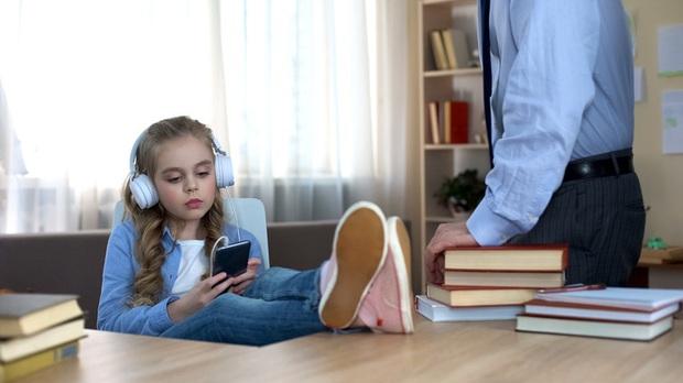 11 dấu hiệu cho thấy con bạn có nguy cơ là một đứa trẻ hư hỏng, cha mẹ nào cũng nên lưu tâm! - Ảnh 8.