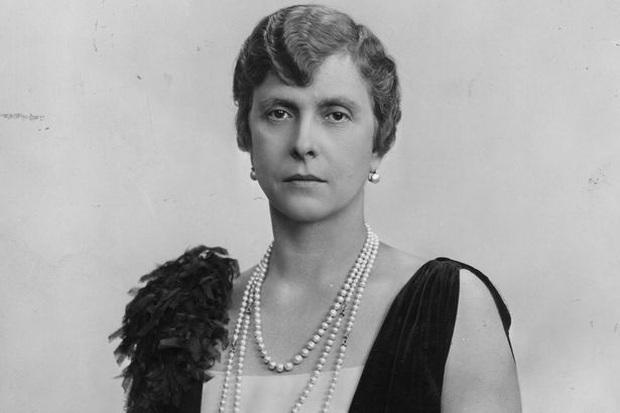 Cuộc đời khác thường của mẹ chồng Nữ hoàng Anh Elizabeth II - Ảnh 1.