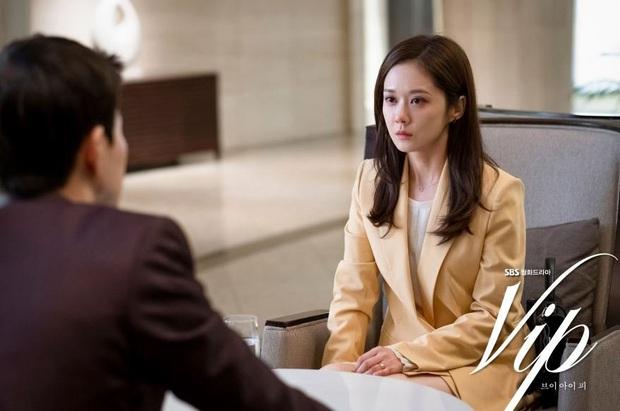 Jang Nara trong phim bóc phốt chồng ngoại tình: Đẹp từ kiểu tóc, cách trang điểm cho đến style công sở chuẩn chỉnh - Ảnh 2.
