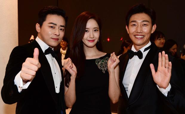 Đạo diễn EXIT đi Rồng Xanh quên luôn tên nam chính, Yoona ngồi cạnh cười muốn nội thương - Ảnh 7.