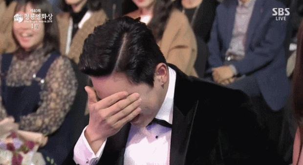 Đạo diễn EXIT đi Rồng Xanh quên luôn tên nam chính, Yoona ngồi cạnh cười muốn nội thương - Ảnh 4.
