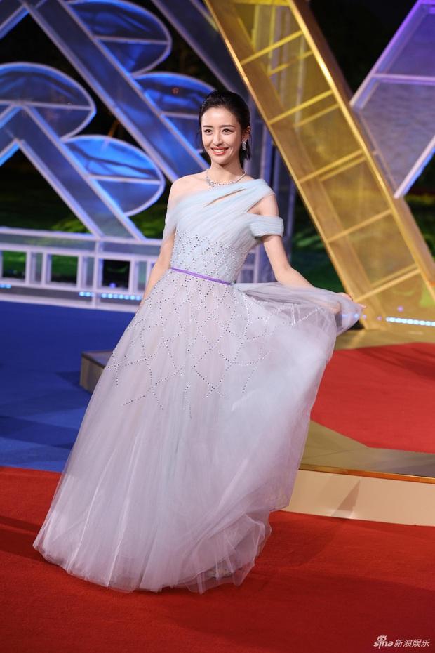 Sự kiện khủng Cbiz hôm nay: Địch Lệ Nhiệt Ba xinh như công chúa, Dương Mịch - Lưu Thi Thi chặt chém thảm đỏ ác liệt - Ảnh 15.