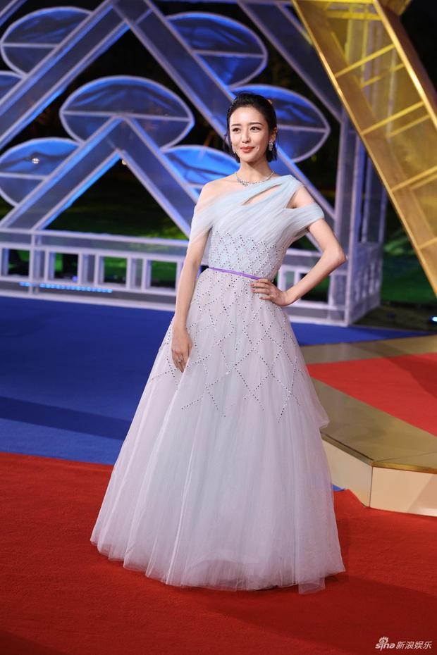 Sự kiện khủng Cbiz hôm nay: Địch Lệ Nhiệt Ba xinh như công chúa, Dương Mịch - Lưu Thi Thi chặt chém thảm đỏ ác liệt - Ảnh 14.