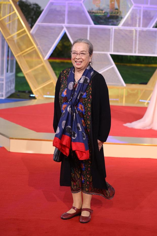 Sự kiện khủng Cbiz hôm nay: Địch Lệ Nhiệt Ba xinh như công chúa, Dương Mịch - Lưu Thi Thi chặt chém thảm đỏ ác liệt - Ảnh 32.