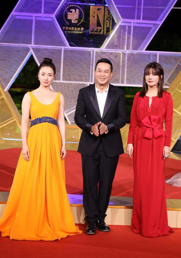 Sự kiện khủng Cbiz hôm nay: Địch Lệ Nhiệt Ba xinh như công chúa, Dương Mịch - Lưu Thi Thi chặt chém thảm đỏ ác liệt - Ảnh 13.
