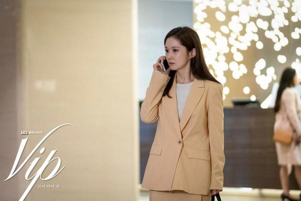 Jang Nara trong phim bóc phốt chồng ngoại tình: Đẹp từ kiểu tóc, cách trang điểm cho đến style công sở chuẩn chỉnh - Ảnh 11.
