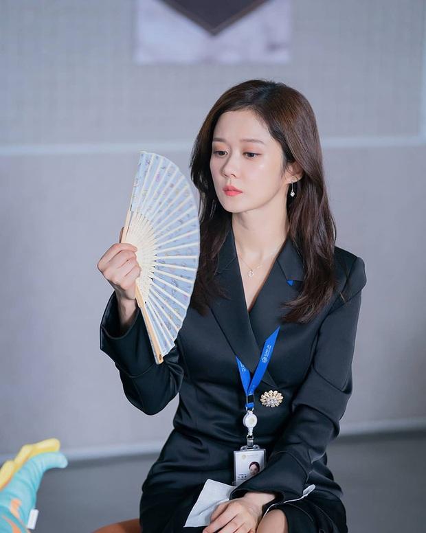 Jang Nara trong phim bóc phốt chồng ngoại tình: Đẹp từ kiểu tóc, cách trang điểm cho đến style công sở chuẩn chỉnh - Ảnh 16.