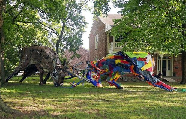 Những tác phẩm nghệ thuật tuyệt mỹ được tạo ra từ rác thải khiến ai xem xong cũng phải trầm trồ và suy ngẫm - Ảnh 17.