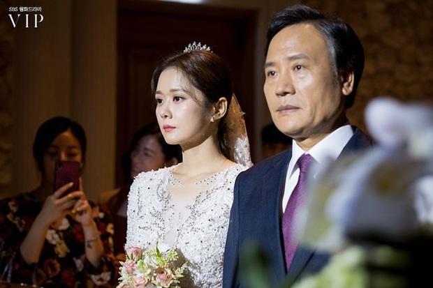 Jang Nara trong phim bóc phốt chồng ngoại tình: Đẹp từ kiểu tóc, cách trang điểm cho đến style công sở chuẩn chỉnh - Ảnh 20.