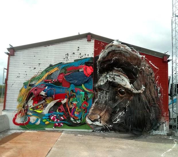 Những tác phẩm nghệ thuật tuyệt mỹ được tạo ra từ rác thải khiến ai xem xong cũng phải trầm trồ và suy ngẫm - Ảnh 22.