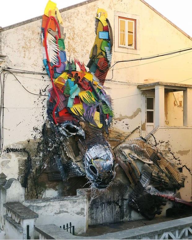 Những tác phẩm nghệ thuật tuyệt mỹ được tạo ra từ rác thải khiến ai xem xong cũng phải trầm trồ và suy ngẫm - Ảnh 23.