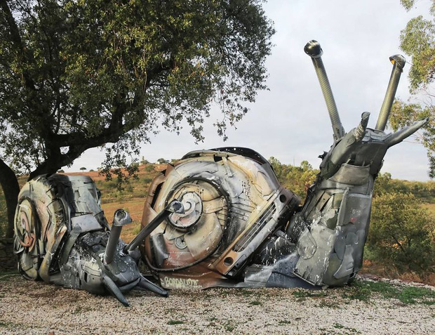 Những tác phẩm nghệ thuật tuyệt mỹ được tạo ra từ rác thải khiến ai xem xong cũng phải trầm trồ và suy ngẫm - Ảnh 26.