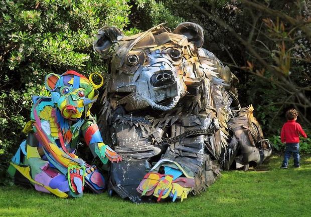 Những tác phẩm nghệ thuật tuyệt mỹ được tạo ra từ rác thải khiến ai xem xong cũng phải trầm trồ và suy ngẫm - Ảnh 27.