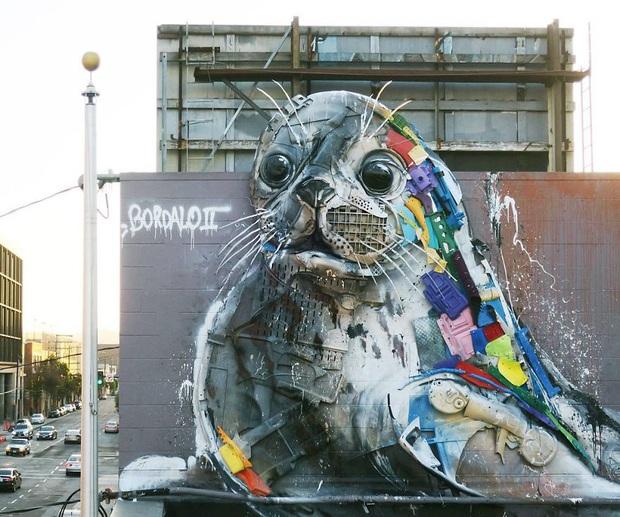 Những tác phẩm nghệ thuật tuyệt mỹ được tạo ra từ rác thải khiến ai xem xong cũng phải trầm trồ và suy ngẫm - Ảnh 7.