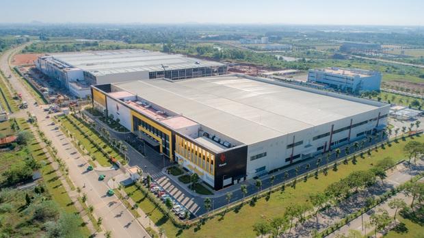 Cận cảnh nhà máy smartphone mới của Vingroup tại Hòa Lạc: Đủ màn tra tấn Vsmart, nuôi mộng Thung lũng Silicon Việt Nam - Ảnh 1.
