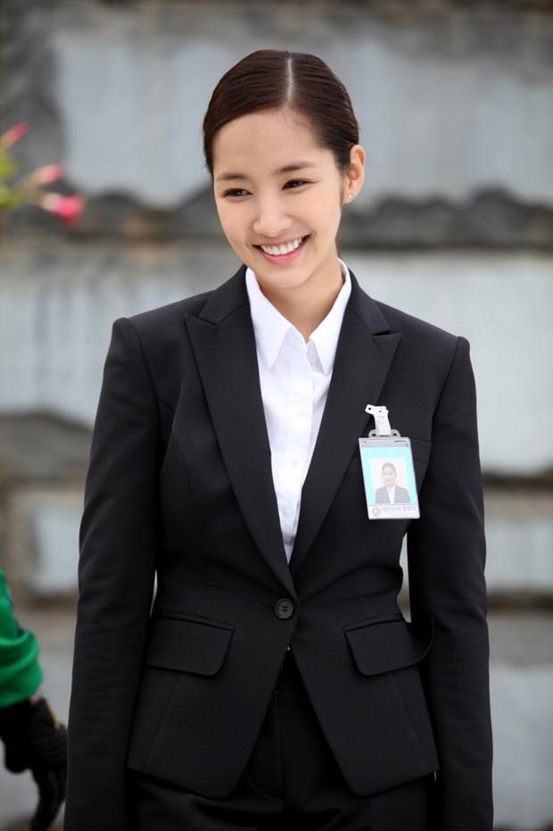 4 nữ diễn viên Hàn Quốc đổ bộ AAA 2019 từ mỹ nhân dao kéo đến nữ hoàng cảnh nóng toàn sao profile khủng - Ảnh 23.