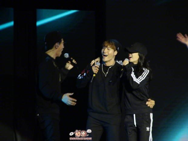 Các cặp đôi hot nhất Running Man tình tứ công khai ở fanmeeting: Monday Couple đâu bằng Song Joong Ki - Kwang Soo - Ảnh 15.