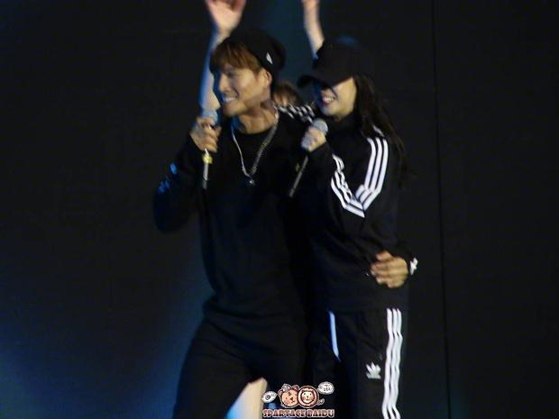 Các cặp đôi hot nhất Running Man tình tứ công khai ở fanmeeting: Monday Couple đâu bằng Song Joong Ki - Kwang Soo - Ảnh 16.