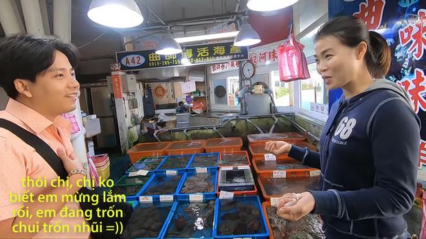 Sau hàng loạt sự cố ở Nhật, Khoa Pug đã bắt đầu dè chừng và có phần... lo sợ khi quay vlog, điển hình nhất là clip ở Đài Loan gần đây - Ảnh 4.