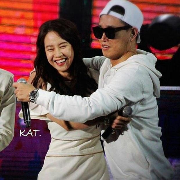 Các cặp đôi hot nhất Running Man tình tứ công khai ở fanmeeting: Monday Couple đâu bằng Song Joong Ki - Kwang Soo - Ảnh 4.