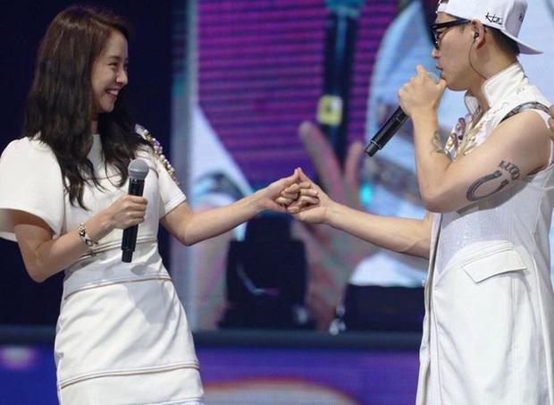 Các cặp đôi hot nhất Running Man tình tứ công khai ở fanmeeting: Monday Couple đâu bằng Song Joong Ki - Kwang Soo - Ảnh 5.