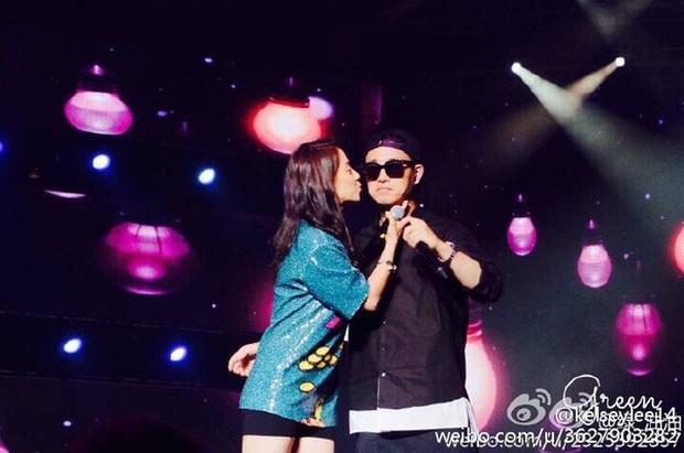 Các cặp đôi hot nhất Running Man tình tứ công khai ở fanmeeting: Monday Couple đâu bằng Song Joong Ki - Kwang Soo - Ảnh 8.