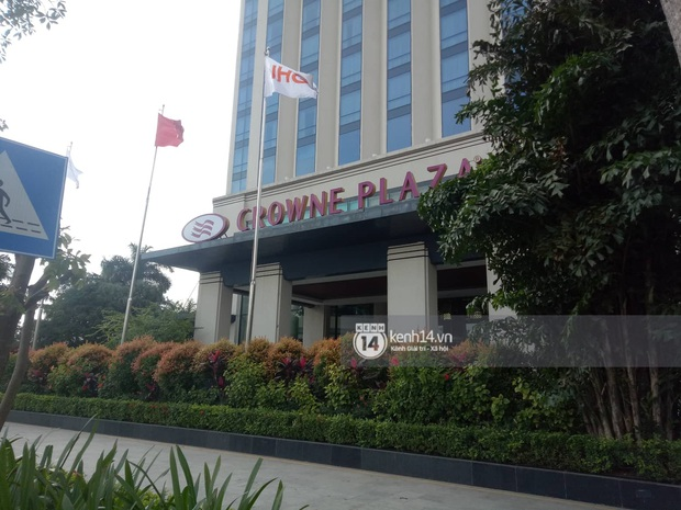 Độc quyền: LOONA và dàn idol được an ninh kèm chặt, 2 khách sạn lập rào chắn cực căng tránh fan náo loạn trước thềm AAA - Ảnh 15.