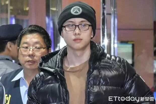 Gia đình bê bối nhất xứ Đài: Mẹ hả hê bắt nạt Lam Khiết Anh, bố quấy rối tình dục, con ở tù Mỹ 8 năm vì tàng trữ vũ khí - Ảnh 1.