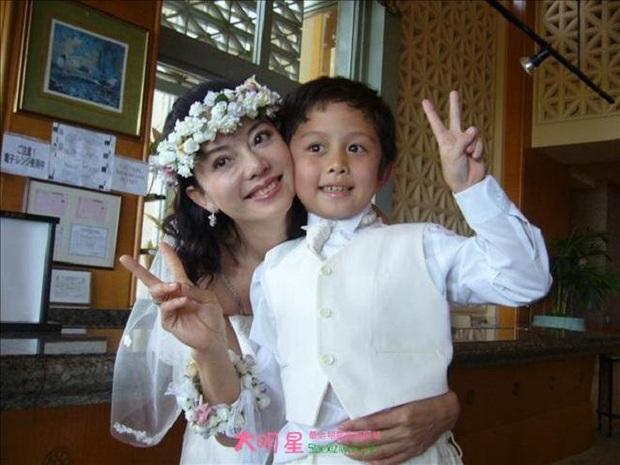 Gia đình bê bối nhất xứ Đài: Mẹ hả hê bắt nạt Lam Khiết Anh, bố quấy rối tình dục, con ở tù Mỹ 8 năm vì tàng trữ vũ khí - Ảnh 6.